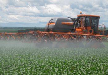 Flexibilização da lei de agrotóxicos é aprovada no RS pelo governador Eduardo Leite