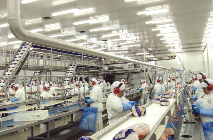 Sindicatos do PR, MS e SC criam campanha salarial unificada para negociar com JBS